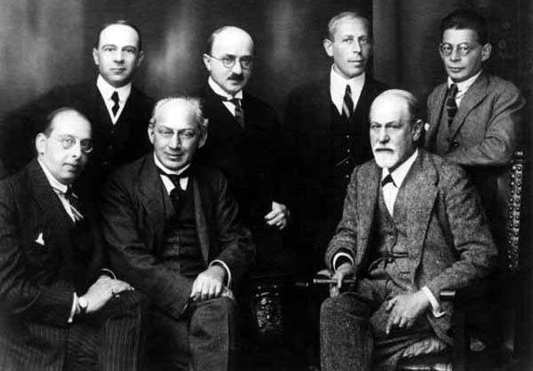 gentlemen with 1920 mens hairstyles
