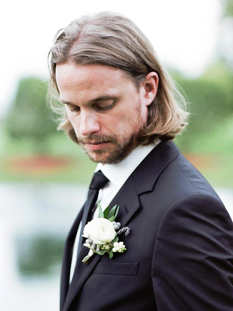 Mens Wedding Hairstyle Shoulder-Length Straight Hairstyle