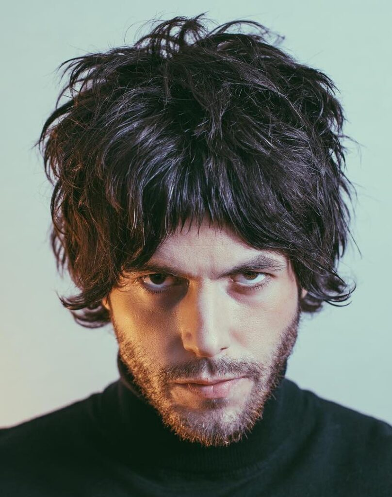 curtain haircut-Flow Messy